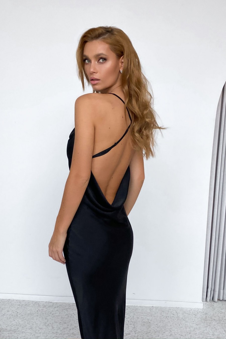 Backless midi slip dress (black)