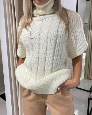 High neck knitted vest (white)